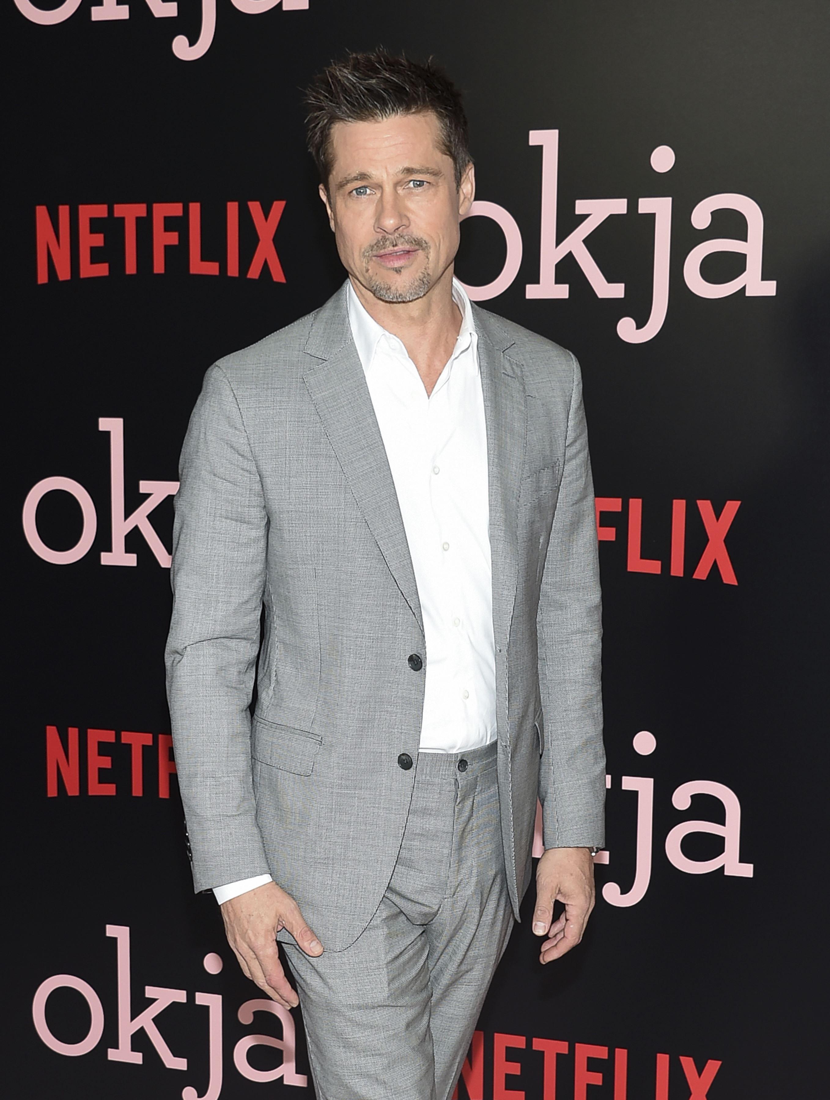 Brad Pitt Bid 120,000 to Watch Game of Thrones' With Emilia Clarkebut Was Outbid Brad Pitt Bid 120,000 to Watch Game of Thrones' With Emilia Clarkebut Was Outbid new foto