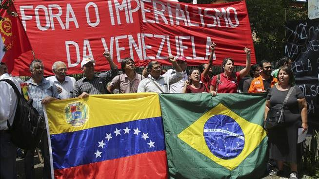 Brazil moves Venezuela aid to border despite closure