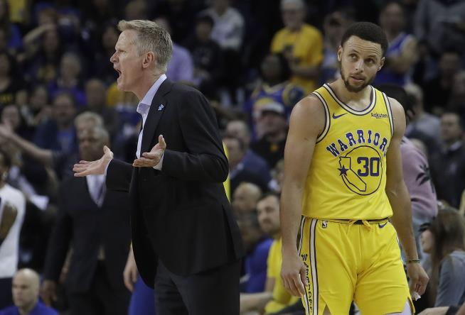 Curry credits new contacts for fixing shooting woes