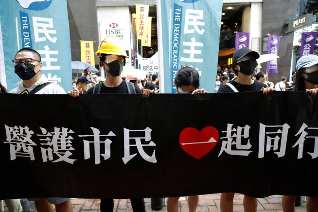 Protest in Vancouver mirrors Hong Kong as opposing sides face off