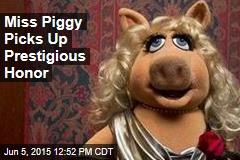 Miss Piggy Picks Up Prestigious Honor
