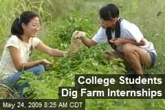 College Students Dig Farm Internships