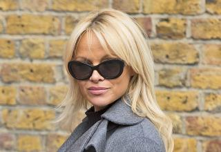 Pam Anderson to Assange: Here, Have a Nice Vegan Lunch