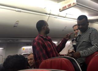 Passengers Subdue Screaming Man on Plane
