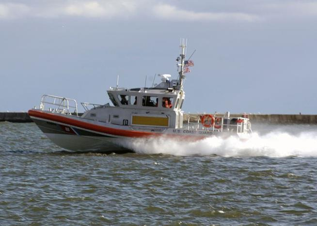 Wife Dead, Husband Missing in Lake Michigan Diving Accident