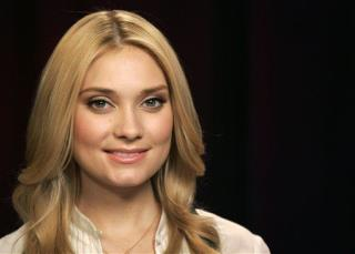 Spencer Grammer Tries to Break Up Fight, Gets Hurt