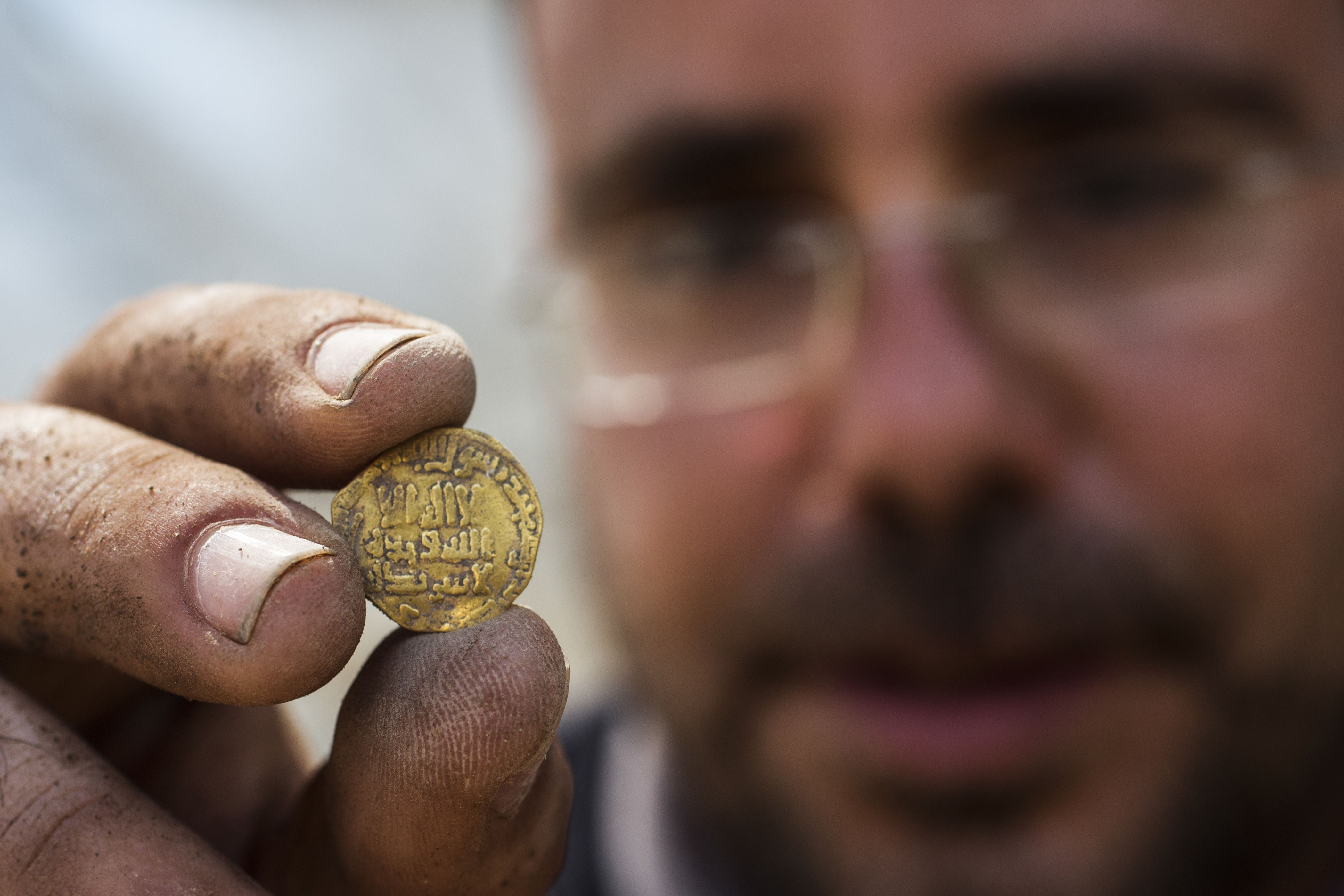 Teens Find Buried Treasure 1 100 Year Old Gold Coins