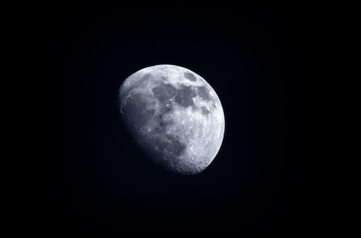 Jaws Drop at NASA: The Moon Is Rusty - Newser