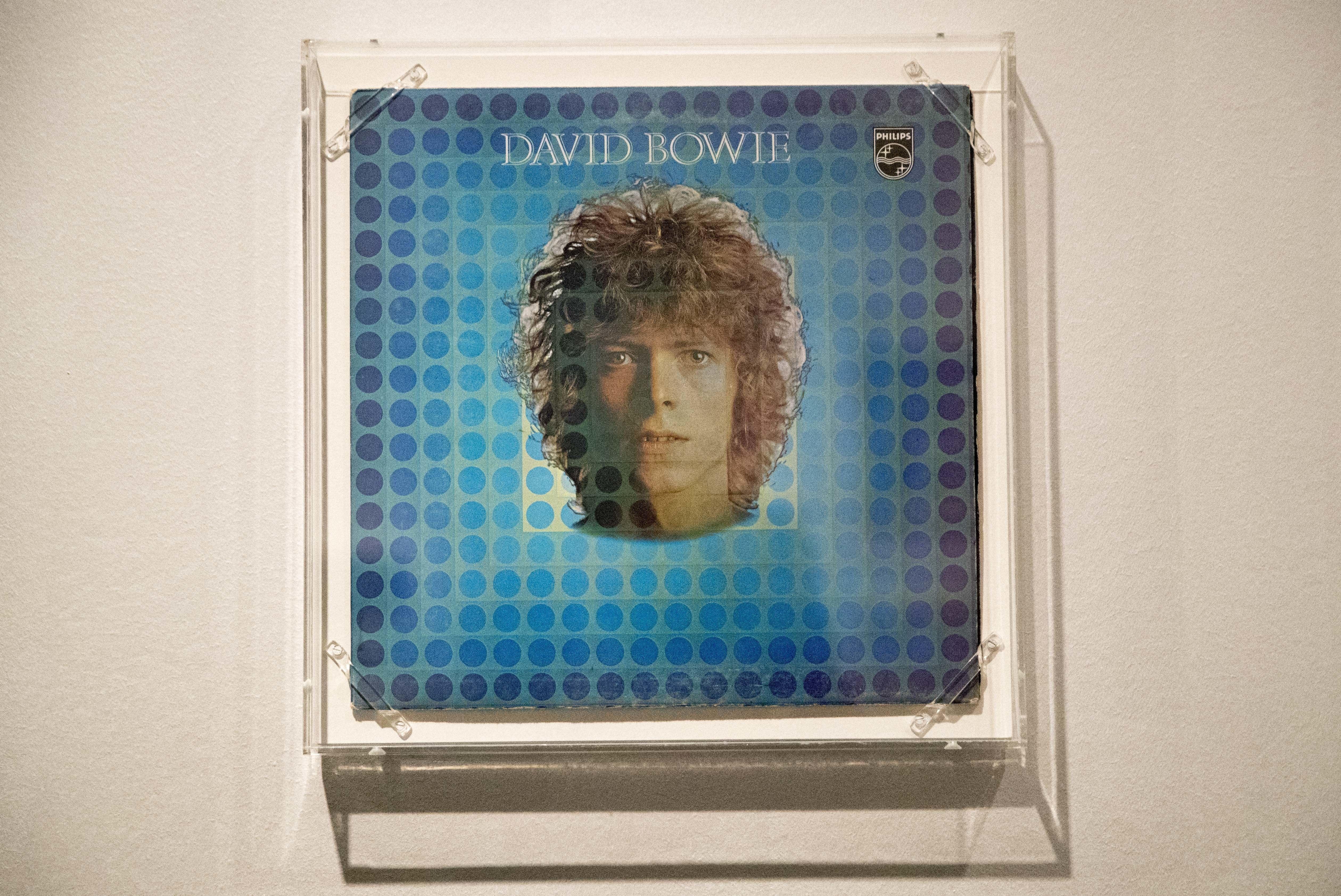 Ground Control Sends Up Coin Honoring David Bowie