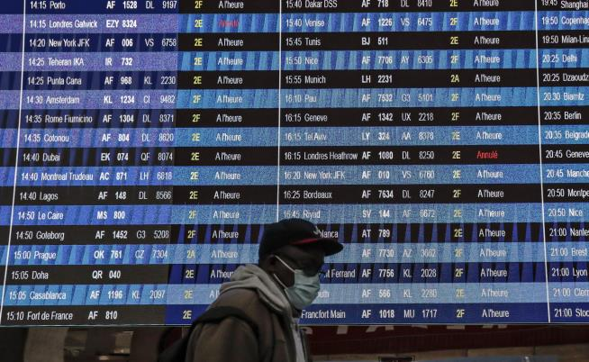 Millions Fly in US Despite COVID Warnings