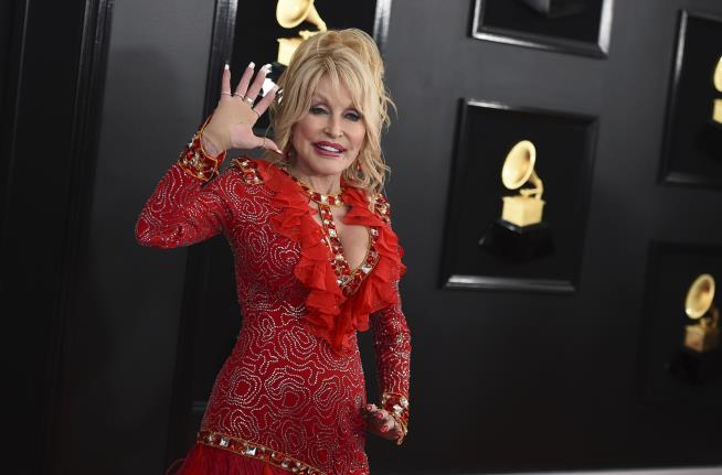 Dolly Parton Turned Down Medal From Trump. Twice