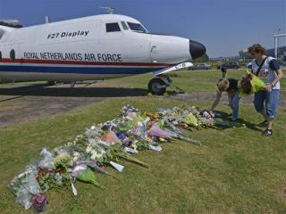 Somber Dutch Salute Return of First MH17 Victims