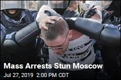 Moscow Police Arrest Hundreds